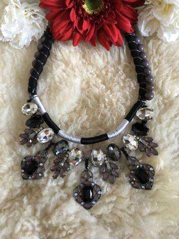 Mon joli collier gris/noir