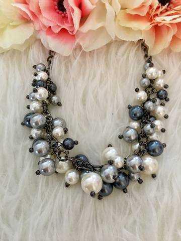 """Collier gris """"Jolies perles"""""""
