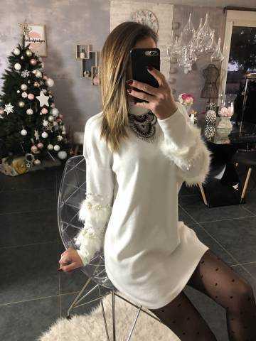 "New pull blanc mi-long ""manches  fourrure et perles"""