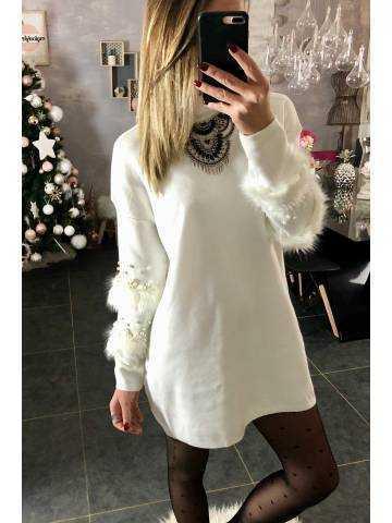 New robe pull blanc