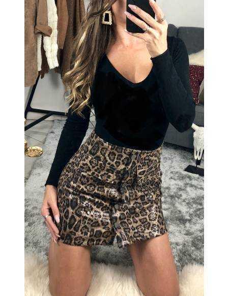 Ma jupe NOIRE style cuir et clous