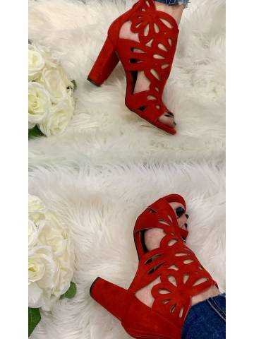 Mes sandales rouge daim