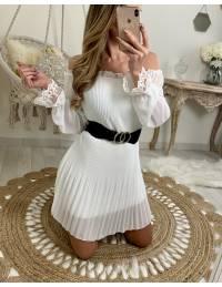 """Ma jolie robe blanche """"plissée et manches en dentelle"""""""