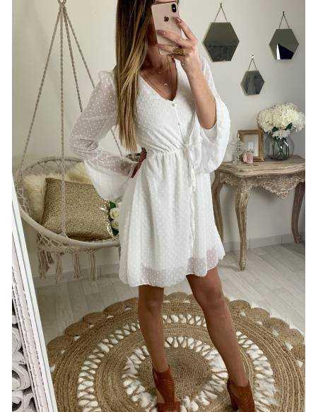 Ma jolie robe blanche et plumetis