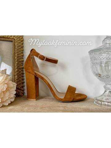 Mes jolies sandales à talon style daim camel