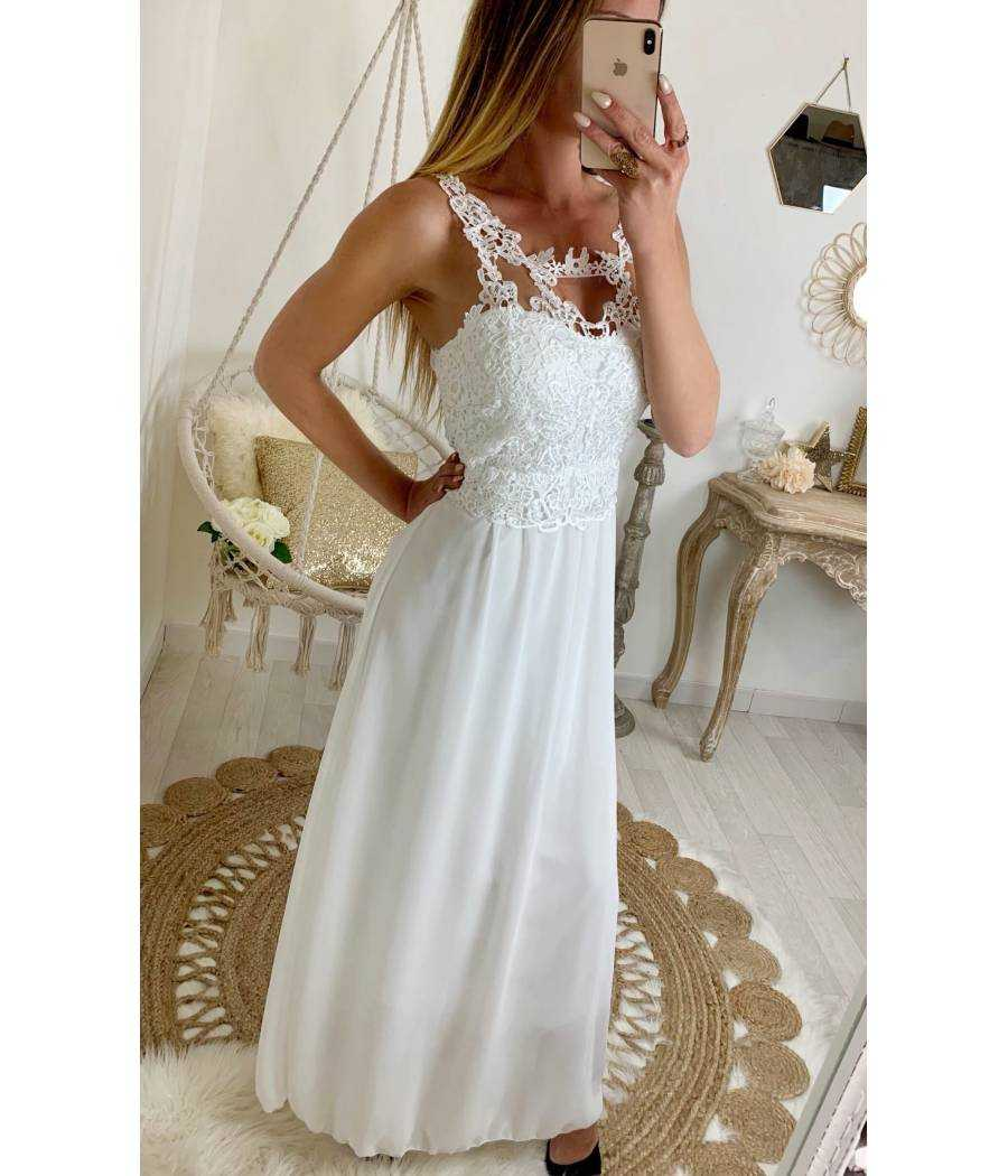 "Ma robe longue blanche ""superbe buste en dentelle"""