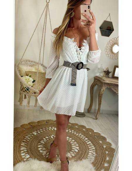 Ma jolie robe blanche voilage et superbes broderies