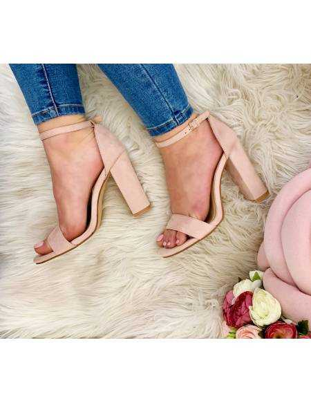 Mes jolies sandales à talon style daim beige rosé