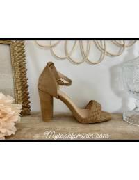 Mes sandales à talon style daim beige foncé tressées