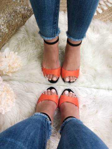 Mes jolies sandales à talon style daim orangé et beige