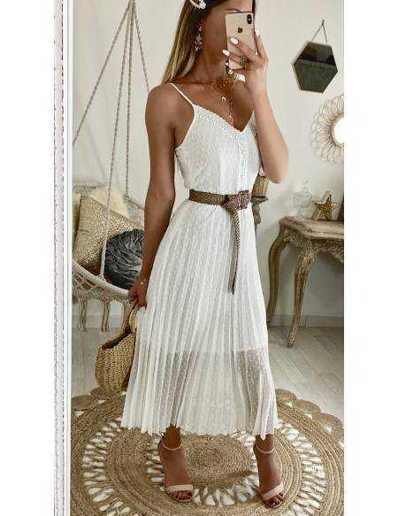 Ma superbe robe blanche plumetis et broderies
