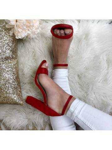 Mes jolies sandales à talon style daim rouge