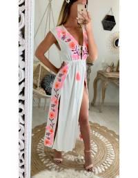Ma jolie robe de plage blanche et flowers