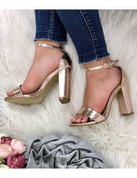 Mes jolies sandales à talon gold