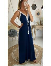 Ma robe longue bleue marine et bretelles en dentelle blanche