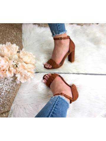Mes sandales à talons style daim camel tressées