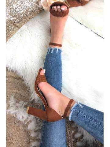 Mes sandales à talon style daim camel tressées