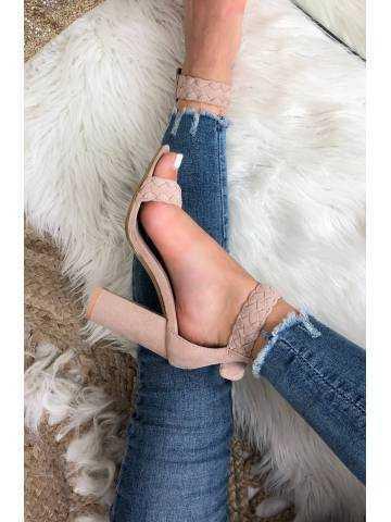 Mes sandales à talons rose en daim tressées