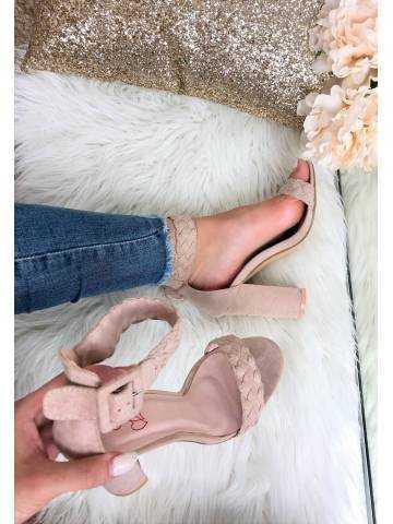 Mes sandales à talons roses nude en daim tressées