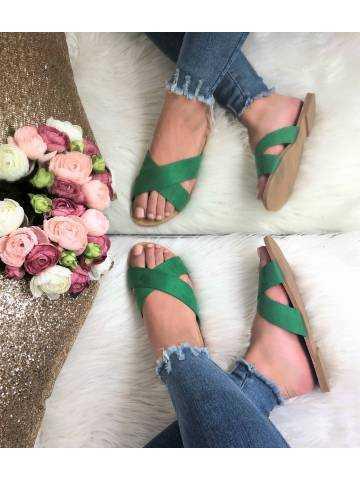 Mes sandales vertes à brides croisées