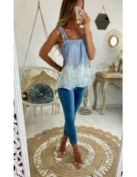 Mon top bleu fines rayures et broderies blanches