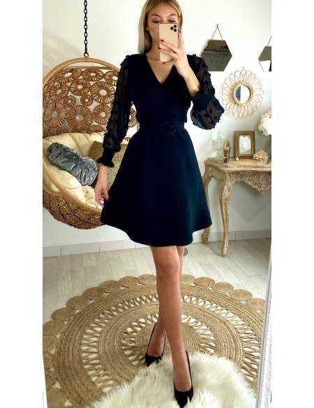 """Ma jolie robe noire """"manches voilage et pompons"""""""