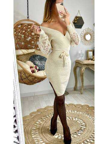 "Ma robe beige col V ""scintillante et bras dentelle"""